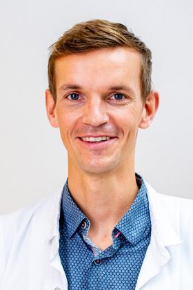 Dr. Daan Raats