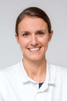 Dr. Eline Macken