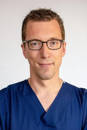 Dr. Tom Fivez