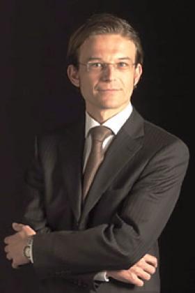 Dr. Nicolas Verhelle