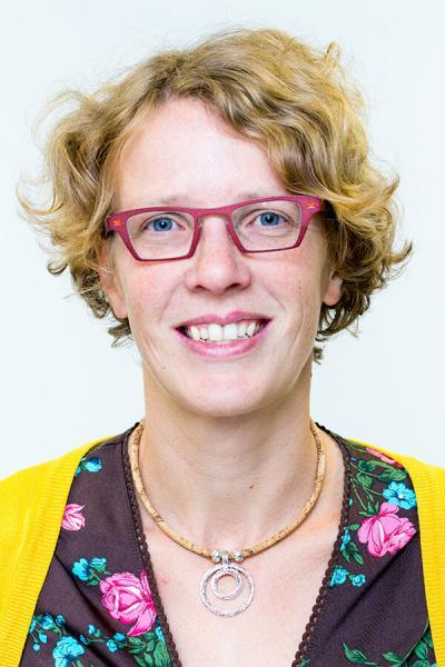 Dr. Ine Lowyck