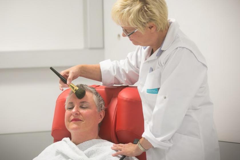 Opleiding schoonheidsspecialisten voor esthetische behandeling kankerpatiënten