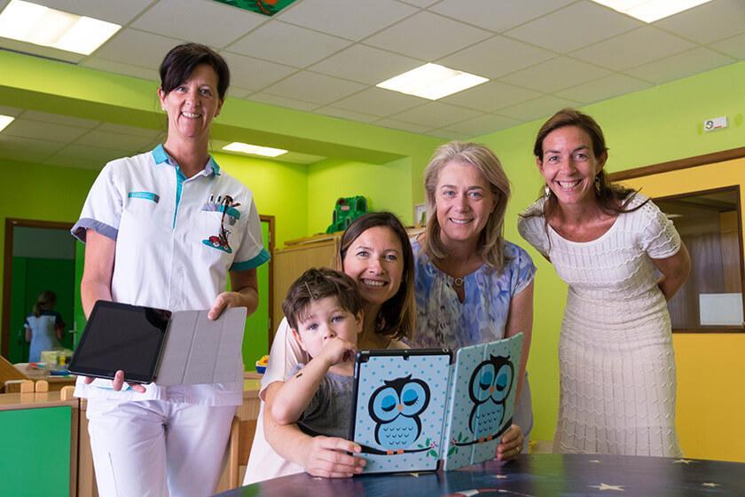 Agora Genk schenkt 2 tablets aan de dienst Pediatrie