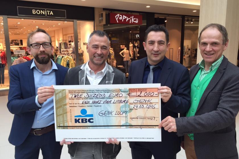 Cheque ter waarde van 2000 euro aan Een Hart voor Limburg